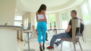Jada stevens incroyable cul plus que bandante dans son leggings