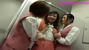 Voila comment les filles d'ascenseur accueillent les nouvelles