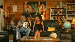Nina Roberts se fait démonter sur le canapé