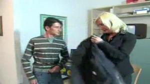 Etudiant bourre sa prof de langue blonde