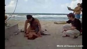 Baise d'exhibitionniste, a l'heure de pointe, sur la plage.