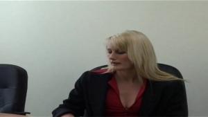 Sally secretaire blonde sauvage