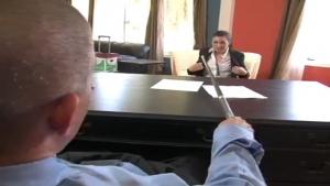 Ashley Blue mise a rude épreuve pour son nouveau poste de secrétaire