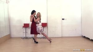 Valentina nappi  donne un cours de flamenco pas comme les autres