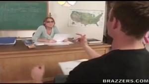 Morgan reigns adore exciter ses élèves en salle de classe