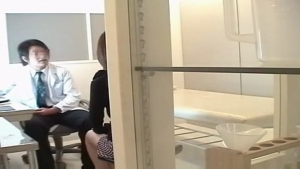 Japonaise droguée enculée par le docteur