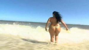 Une grosse Latina se fait démonter la chatte par un black