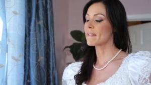 La mariée se fait passer dessus par son gendre juste avant son mariage !!