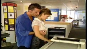 Baise hardcore contre le photocopieur