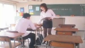 Prof asiatique se fait pinner par un élève