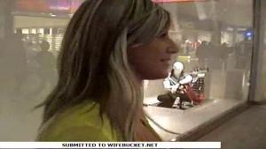 Blondinette baisée dans la cabine d'essayage