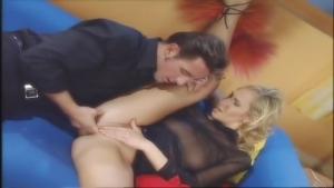 Cette blonde kiffe grave la sodomie