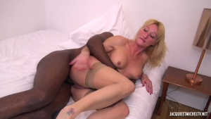 Milf blonde pour gros calibre black