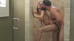 Maci winslett attrapée dans la douche