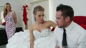 La MILF nympho se tape son gendre lors d'un mariage