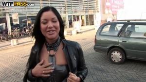 Escort girl rencontrée dans la rue pour du sexe