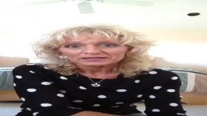 La mature blonde est une sacreé salope