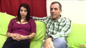 Couple amateur invite notre camera dans leur invité pour leur première expérience libertine