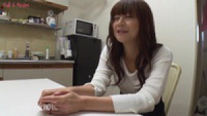 La belle Asuka Kyono a très envie d'une aventure avec ce jeune homme séduisant