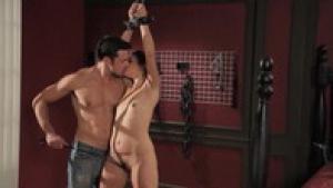 Allie Haze attachée et fouettée dans une vidéo BDSM