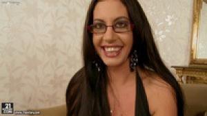 Brune à lunettes brune à quéquettes