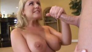Velicity Von la milf blonde aime sa grosse bite