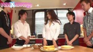 Cours de cuisine très chaud avec Anri Okita