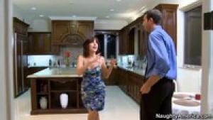 Sasha jordan a invité son plan cul à la maison
