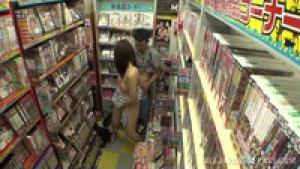 Caméra cachée dans un sex shop