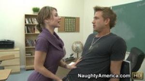 Velicity Von attrape la bite de son élève après les cours