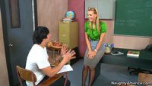 Miss tanya fait du rentre dedans à son élève après les cours