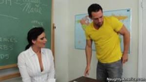 Miss phoenix se tape son élève après les cours