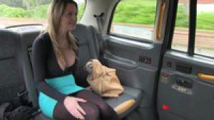 Sienna se retrouve dans un faux taxi londonien crapuleux