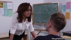 La prof veronica avluv se fait fourrer dans sa salle de classe
