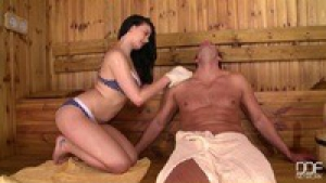 Lucy ly fait l'amour dans le sauna