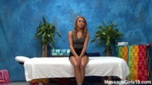 Marina aime se mettre en lingerie pour allumer ses clients
