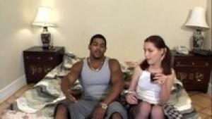 Orgy interraciale pour cette jeune bourgeoise fougueuse qui aime les grosses bites