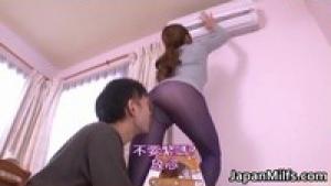 Maman cochonne japonaise se fait brouter par un jeunot