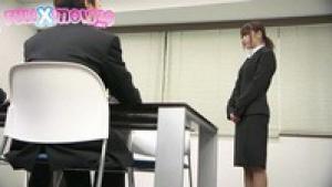 Secrétaire japonaise démontée après le taf