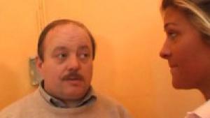 Un vieil electricien fait péter le disjoncteur de madame