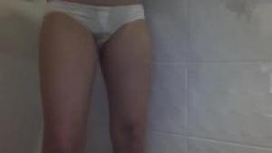 Desperation dans la douche sur  Pissingfetish.org