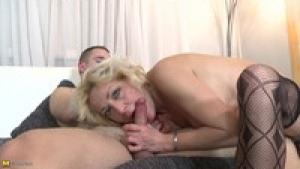 Blonde mature enculée sur videomature.cc